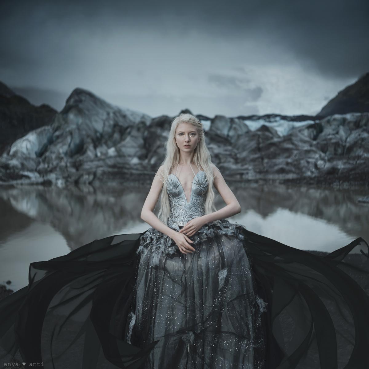 The Essence of Life project créé par Free Spirit - campagne de sensibilisation sur le réchauffement climatique et la fonte des glaciers à travers une approche artistique. Notre équipe a voyagé en Islande - Ici la plage de Diamants - photo par Anya Anti